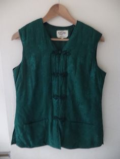 Holiday SALE - Vintage 80s traditional Chinese sleeveless silk coat in emerald green with knot closures, sizes S, M
