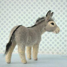 Needle Felted Animals, Felt Animals, Needle Felted Ornaments, Sheep Crafts, Textile Sculpture, Felt Roses, Needle Felting Tutorials, Felt Fairy, Wool Art