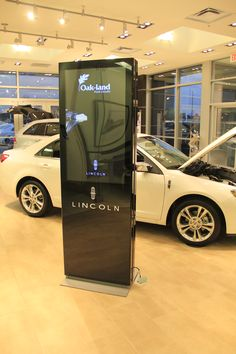 """Explora Totem"" passive 46"" screen, choosen by Lincoln (Ford's premium brand) for its canadian cardealer branches."