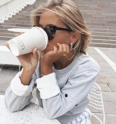 Shared by Vogue. Find images and videos about girl, fashion and style on We Heart It - the app to get lost in what you love. Vogue, Street Style, Disney Instagram, Portraits, Style Vintage, Look Cool, Fashion Advice, 90s Fashion, Style Fashion