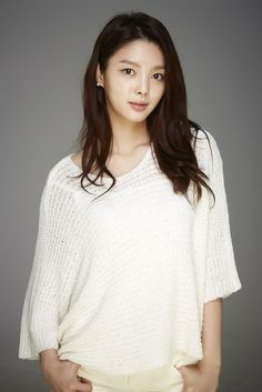 Eom Hyeon-Kyeong - First time watching her in Bluebirds House Asian Actors, Korean Actresses, Hyun Kyung, Watch Drama, Female Singers, Korean Singer, Hair Makeup, Tunic Tops, Bluebirds