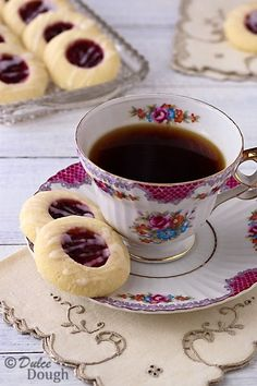 Easy and delicious-looking biscuits recipe idea for your tea party! Raspberry Almond Shortbread Thumbprint Cookies I dulcedough Tea Cakes, Cupcake Cakes, Cupcakes, Tea Recipes, Cookie Recipes, Dessert Recipes, Picnic Recipes, Healthy Recipes, Afternoon Tea