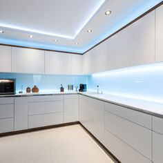 Since kitchens aren't limited to cooking only in we figured that you need 5 best kitchen lighting ideas to perfect your kitchen lighting layout. Kitchen Lighting Layout, Kitchen Ceiling Design, Best Kitchen Lighting, House Ceiling Design, Ceiling Design Living Room, Luxury Kitchen Design, Kitchen Room Design, Home Room Design, Kitchen Cabinet Design