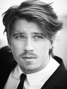 Gorgeous messy side swept style for men