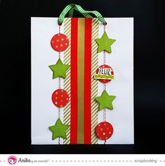Scrap para niños decora una bolsa de papel con Anita y su mundo Christmas Gift Card Holders, Christmas Gift Bags, Christmas Wrapping, Xmas Cards, Christmas Crafts, Decorated Gift Bags, Gift Wrapping Bows, Birthday Gift Bags, Handmade Christmas Decorations