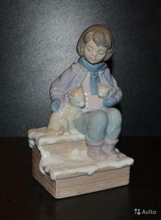 Фарфоровая статуэтка. Room For Three. Выпускалась с 2004 по 2008. Номер по каталогу: 8023. Handmade. Состояние идеальное, в оригинальной коробке. Скульптор: Marco Antonio Nogueron. Высота: 17 см.