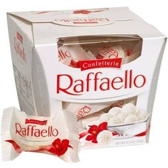 Hot chocolate in the West Indies - Clean Eating Snacks Raffaello Chocolate, Coconut Candy, White Almonds, Chocolates, Chocolate Packaging, Christmas Mood, Candy Gifts, Cuisines Design, White Chocolate