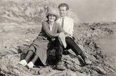 Ava Helen Pauling and Linus Pauling on the Pacific Ocean beach at Corona del Mar, California, Roaring Twenties, The Twenties, Linus Pauling, Bill Nye, Chemist, Creative People, Ocean Beach, Pacific Ocean, Role Models