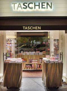 Taschen bookstore by Philippe Starck, Hollywood store design Visual Merchandising, Bookstore Design, Branding, Philippe Starck, Library Displays, Bookstores, Design Furniture, Store Fronts, Modern Architecture