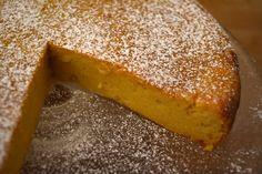 O Migliaccio é um doce napolitano entre um bolo e um pudim. A receita é super diferente, rápida e deliciosa!! Dá uma olhada no vídeo para ver como se faz.
