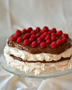 Tort de bezea cu vanilie sau ciocolată și fructe de pădure – mihai gateste