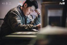 Kyung Soo Jin, Lee Hee Joon, Korean Entertainment News, Lee Seung Gi, Scene Image, Korean Drama, Be Still, Continue Reading, Thriller