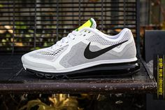 Nike Air Max 2014 Mens  Size 10 621077-100 White/Black-Pure Platinum-Volt