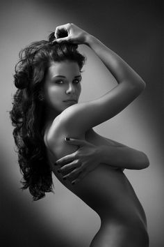 """perfect nudity pose for models who want to show """"nothing"""""""