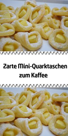 Zarte Mini-Quarktaschen zum Kaffee Simple, delicate mini quark bags with apples. Delicious sweet snacks that even beginners will be able to bake. Easy Vanilla Cake Recipe, Easy Cake Recipes, Cookie Recipes, Lemon Desserts, Mini Desserts, Holiday Desserts, Cake Bites, Le Chef, Food Cakes