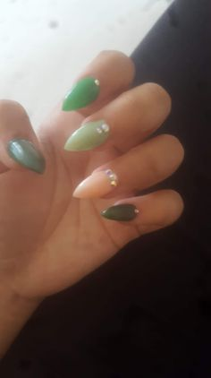 #acrylicnails #green #diamonds #stiletto Stiletto Nails, Acrylic Nails, Diamonds, Green, Beauty, Beleza, Diamond, Acrylics, Acrylic Nail Art