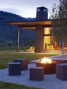 Moden House Architecture with An outdoor Fire pit Seating - Home Decorating Trends - Homedit Outdoor Fire, Outdoor Seating, Outdoor Spaces, Outdoor Living, Outdoor Decor, Backyard Seating, Outdoor Ideas, Outside Fire Pits, Portable Fire Pits