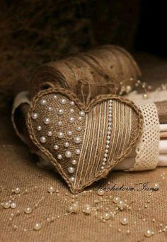 Pearls and burlap! Valentine Decorations, Valentine Crafts, Be My Valentine, Holiday Crafts, Christmas Decorations, Decoration Shabby, Fabric Hearts, I Love Heart, Burlap Crafts