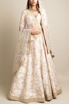 Indian Bridal Outfits, Indian Fashion Dresses, Dress Indian Style, Indian Designer Outfits, Pakistani Clothing, Abaya Style, Pakistani Outfits, Muslim Fashion, Sabyasachi Lehenga Bridal