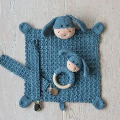 Baby Kit Elly / Elliot - DK: This crochet patterns is available in both danish and english. This is the danis and english version. Crochet For Kids, Crochet Baby, Knit Crochet, Baby Knitting Patterns, Crochet Patterns, Wooden Teething Ring, Baby Kit, Crochet Needles, Crochet Handbags