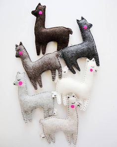Cactus and llamas, llama gifts, alpaca plush. This listing is for one llama toy or set of one llama+four cactus. Combine cactus and llamas in colors you like to make a super cute garland, baby crib mobile or decors. Perfect baby shower party favors. Available colors: ♥ Ecru (light