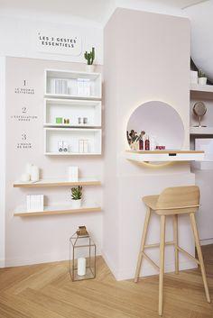 oh my cream boutique Home Spa Room, Spa Room Decor, Spa Rooms, Boutique Interior, Salon Interior Design, Schönheitssalon Design, Shelf Design, Esthetics Room, Jewelry Store Design