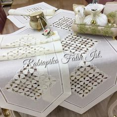Textiles, Crochet Lace, Diy And Crafts, Runner, Instagram, Home Decor, Couture, Table Runners, Hardanger