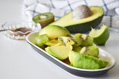 avocado, kiwi, lime and honey Ingrown Hair Remedies, Skin Care Remedies, Face Scrub Homemade, Homemade Skin Care, Skin Care Regimen, Skin Care Tips, Cold Treatment, Breakfast Tea, Best Face Products