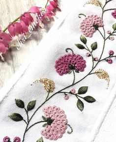 Getting to Know Brazilian Embroidery - Embroidery Patterns Hand Embroidery Flowers, Simple Embroidery, Silk Ribbon Embroidery, Hand Embroidery Patterns, Beaded Embroidery, Machine Embroidery, Embroidery Supplies, Embroidery Needles, Broderie Bargello