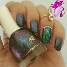 "هذه #أظافر اليوم  Shattered Glass Nails using H&M in ""Intergalactic"""
