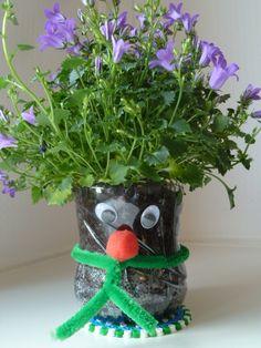 Recycling-Basteln: Blumenvasen aus Pet - UPCYCLE ME Good Cause, Planter Pots, Projects, Crafts, Home Decor, Dekoration, Flower Vases, Wedding Ideas, Decorating