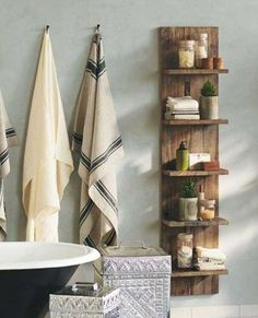 The best DIY projects & DIY ideas and tutorials: sewing, paper craft, DIY. Best DIY Furniture & Shelf Ideas 2017 / 2018 Bathroom Storage Solutions DIY Door Shelf -Read More - Pallet Shelves, Bathroom Storage Solutions, Shelves, Diy Furniture, Home Decor, Diy Door, Home Diy, Pallet Diy, Storage Solutions Diy