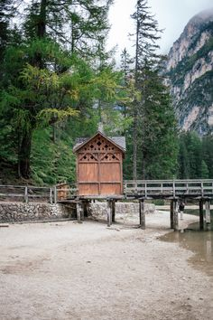Definitely the highlight of our road trip: the breathtaking Lago di Braies in south tyrol italy. South Tyrol, Road Trip, Italy, Cabin, House Styles, Home Decor, Homemade Home Decor, Italia, Cabins
