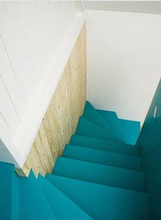 I love painted stairs. They make me think of my summer house (in my dreams. Here are some stairs that will definitely inspire! ombre stairs // striped stairs at kate spade london pop-up shop //