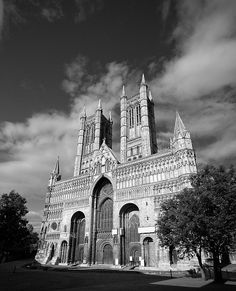 Lincoln Cathedral, England. Photo by iolaire (flickr).