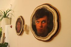 Arduino Blog – Scare away unwanted guests with an eye-moving portrait