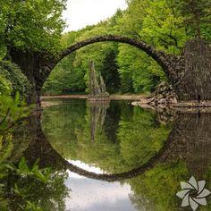 <p>Şeytan Köprüsü, Kromlauer Parkı, Almanya</p>