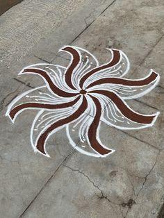 Simple Rangoli Designs Images, Kolam Designs, Mehndi Designs, Small Rangoli, Easy Rangoli, Padi Kolam, Free Hand Rangoli Design, Love Drawings, Types Of Art