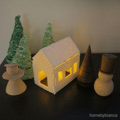 Et af mine projekter til årets kreative adventleg på instagram var et lille lyshus i hamaperler. Heri har jeg sat et lille fyrfadslys med b...
