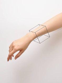 Cube filaire, bracelet, manchette