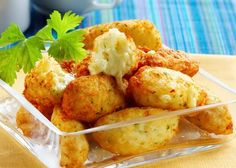 Bolinho de arroz e batata recheado com queijo » Amando Cozinhar