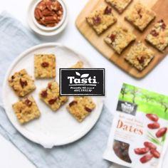 Date Recipes Desserts, Cake Recipes, Date Slice, Date Bars, Pecan, Food Videos, Dates, Biscuits, Cookies
