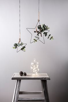 Pop in windows, hang from walls or sit on your mantle, our star is a versatile decoration that transcends the seasons. Decorated with faux eucalyptus leaves, little acorns, a mini star and suede ribbon, our iron star is an unmissable addition to your home.