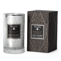 Fill your home with the fresh fragrance of this Branche Vermeil scented candle, part of the Vermeil Collection by Voluspa. It features a fantastic blend of winter spruce!