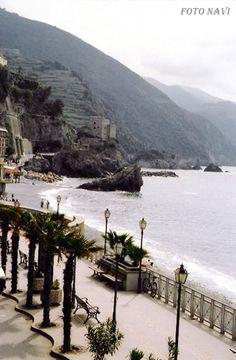Esplanade Monterosso al Mare. Cinque Terre, ITALY.