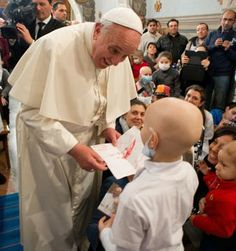 Pape François - Pope Francis - Papa Francesco - Papa Francisco - 21/12/13 : Baci ai piccoli malati, il Papa al Bambin Gesù