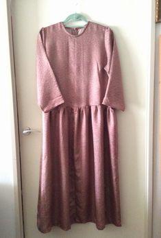 ワンピース。 最初はブラウスとスカートと別々に作ったのですが、ドッキングさせてカタチがキレイになりました。