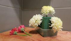 Flower arrangement DIY - placing the flowers