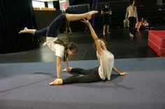 Aquí tenemos a dos alumnas de #SETDECIRC realizando un ejercicio para las…