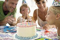 p6580292f, 10-12 Jahre, Einheit, Feier, Gefühl, Jubel, Lebensmittel, Süßigkeiten, Weiblich